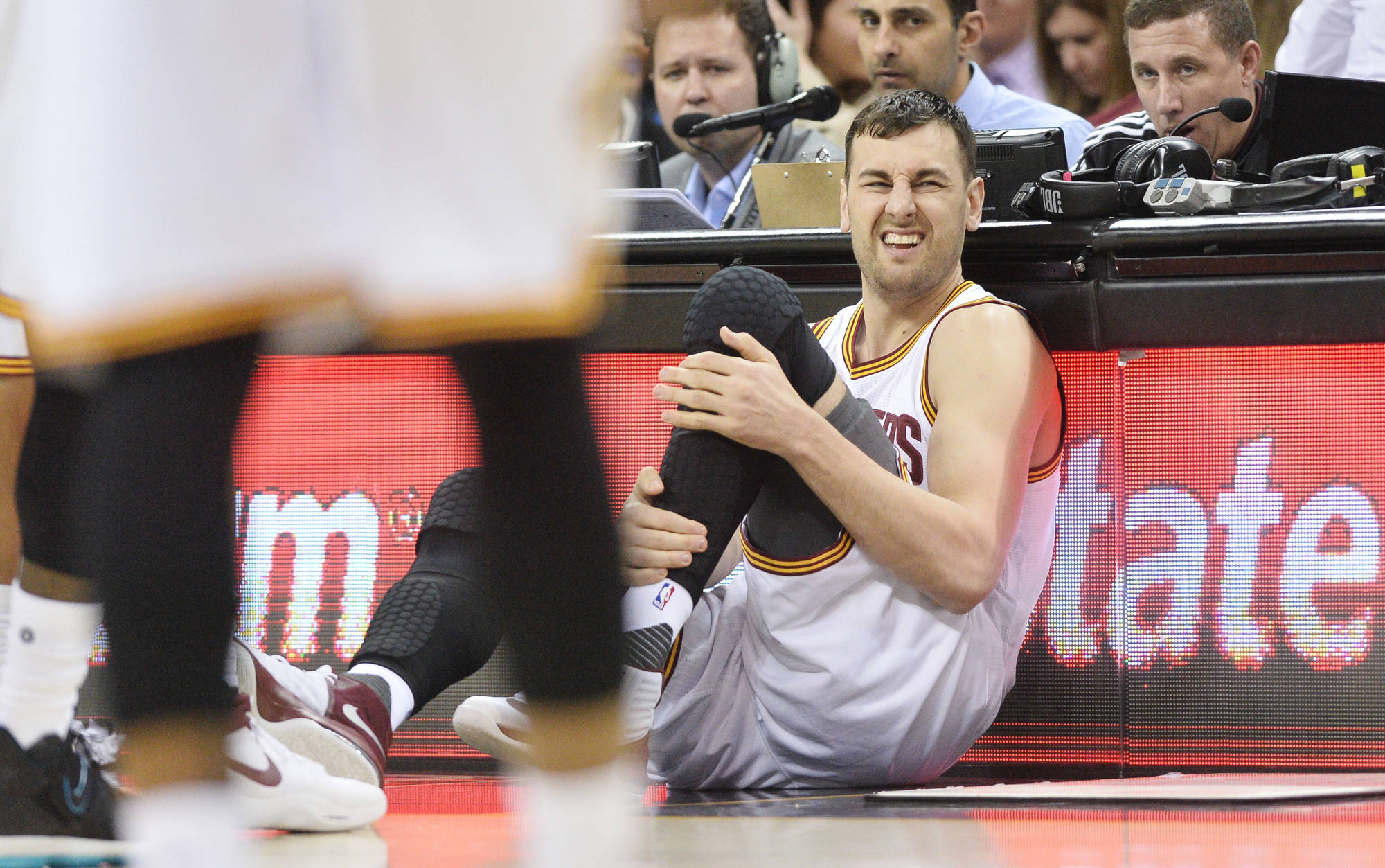 Andrew Bogut Sufferes Leg Injury 1 minute into Cavaliers Debut.