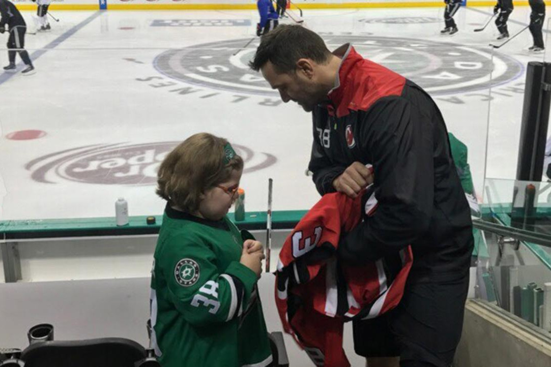 Young Dallas Stars Fan and New Jersey Devils Center Vernon Fiddler Reunite
