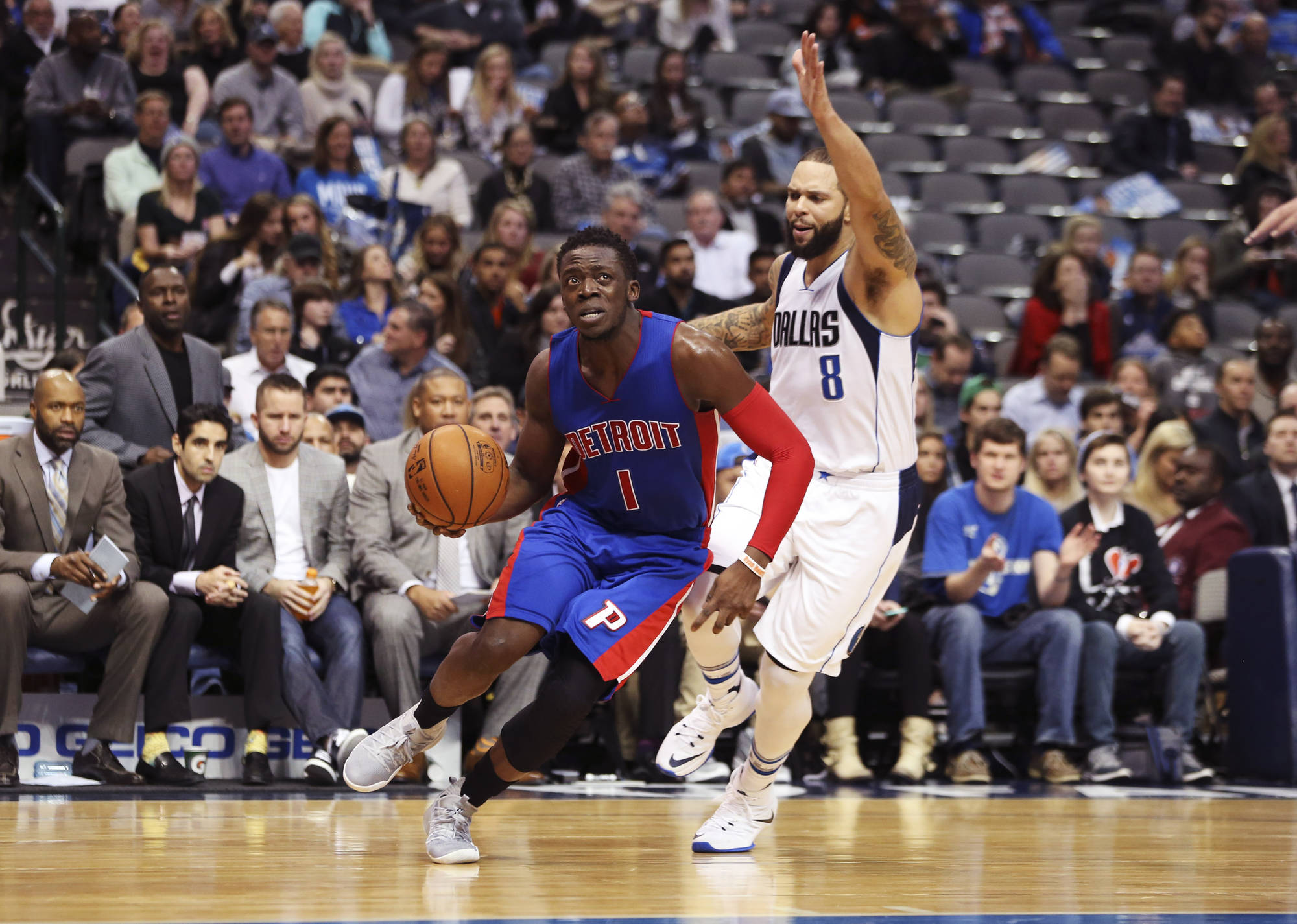 Pistons pick up road victory