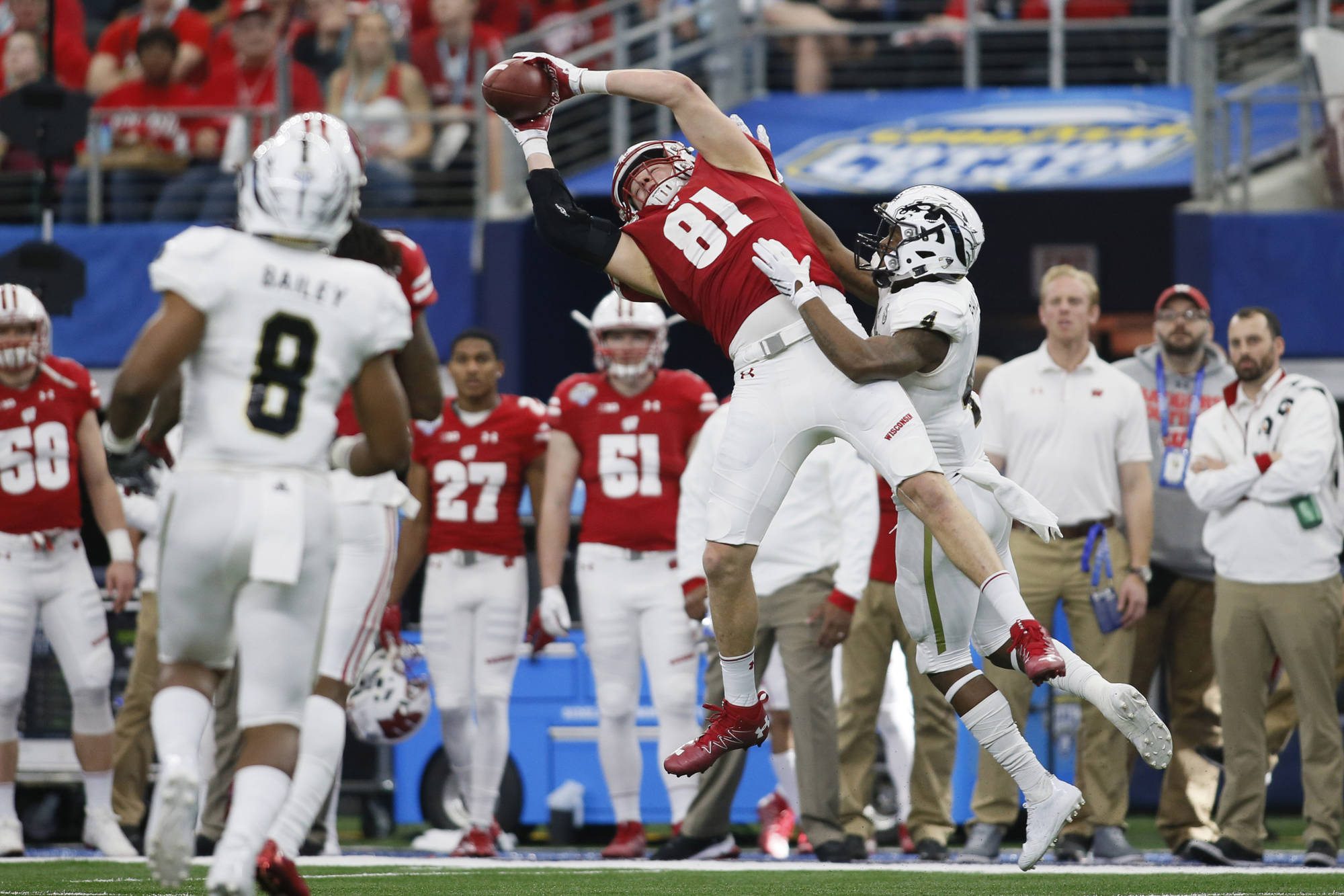 Badgers claw out a Cotton Bowl victory over Broncos