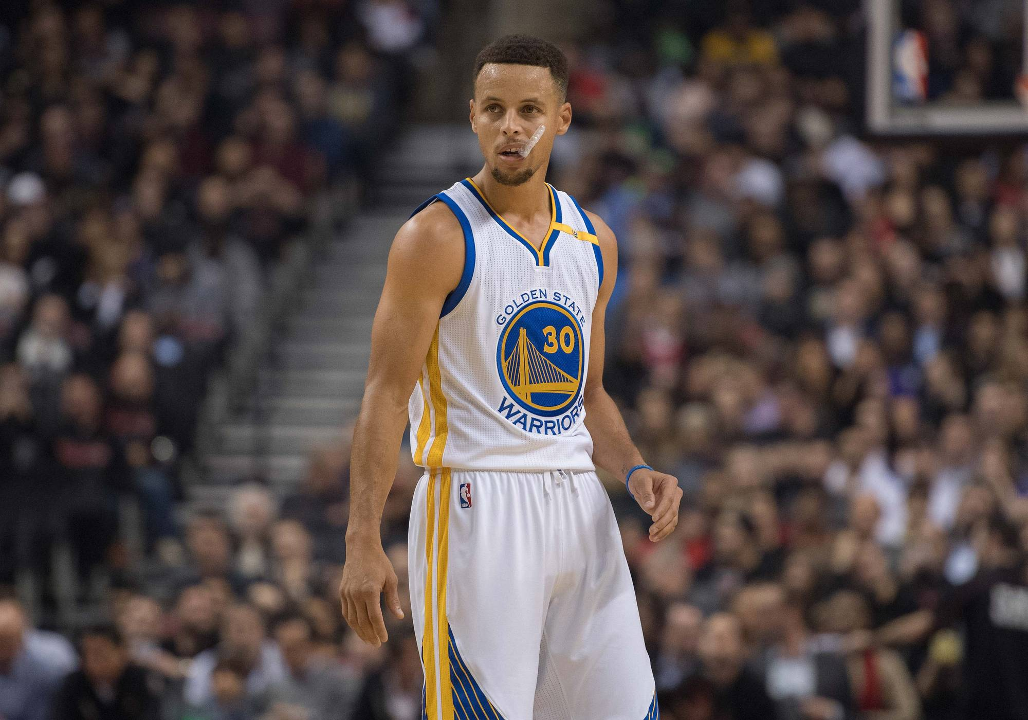 NBA: Stephen Curry does the mannequin challenge