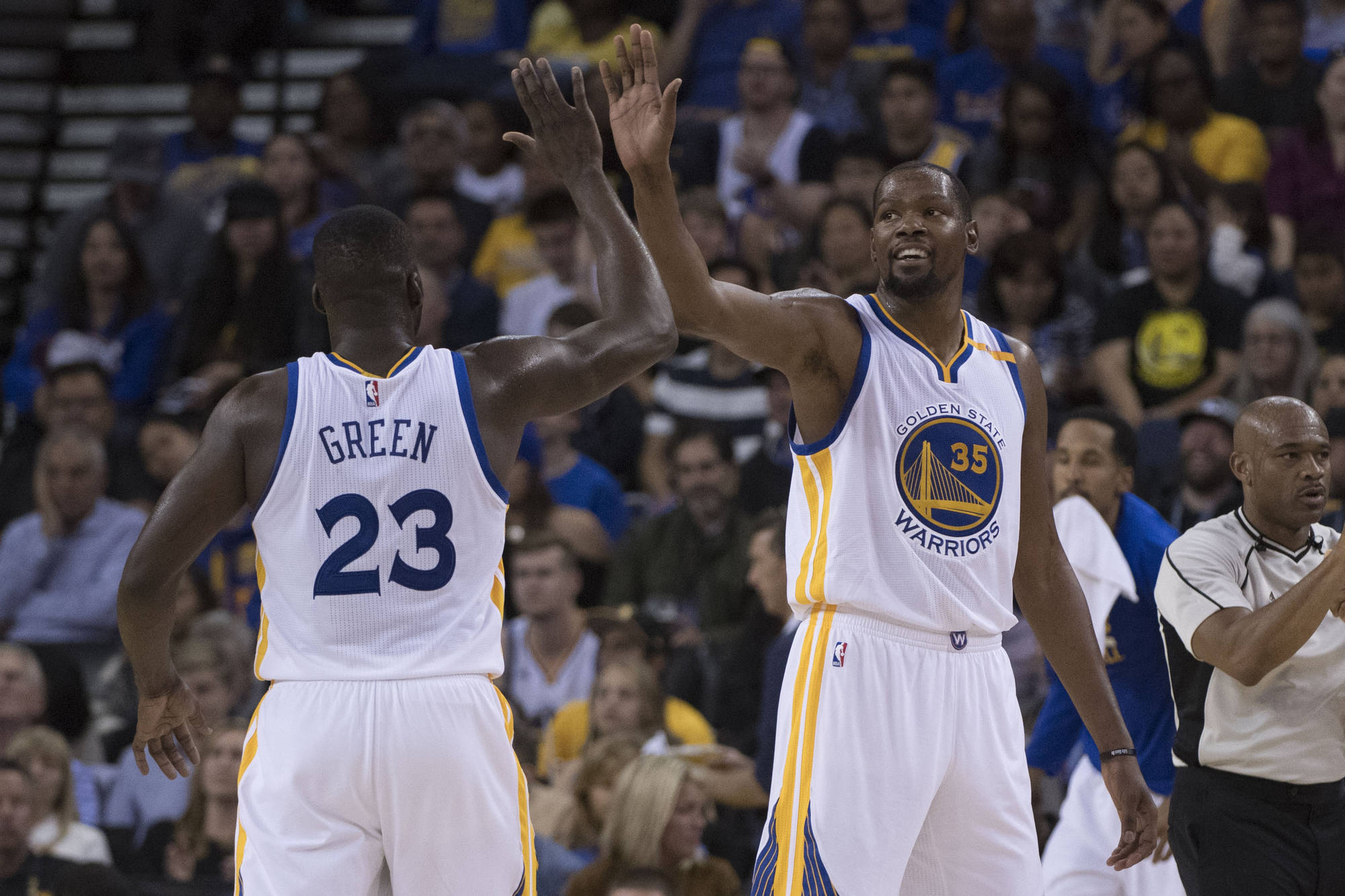 Durant and the Warriors click on all cylinders as they beat the LA Clippers