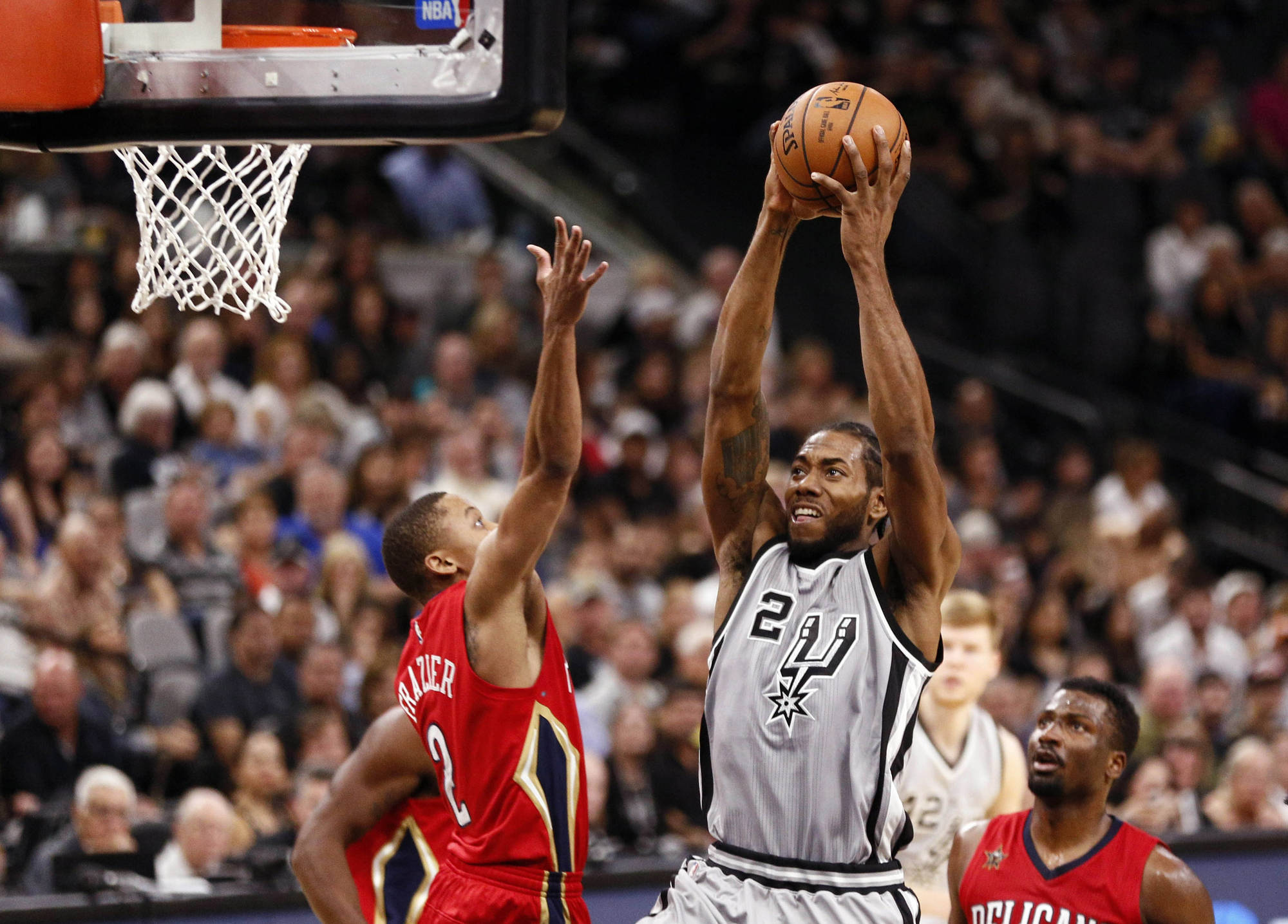 The San Antonio Spurs dominating early