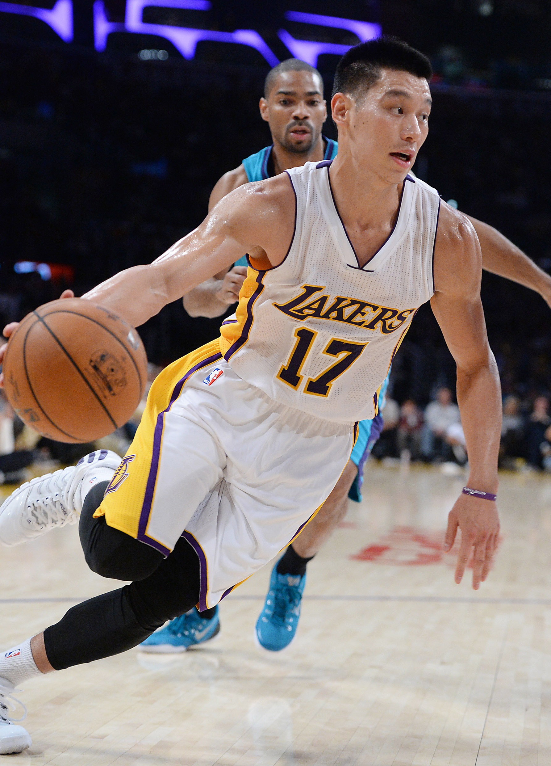 Jeremy Lin Highlights In Lakers' First Win (VIDEO)