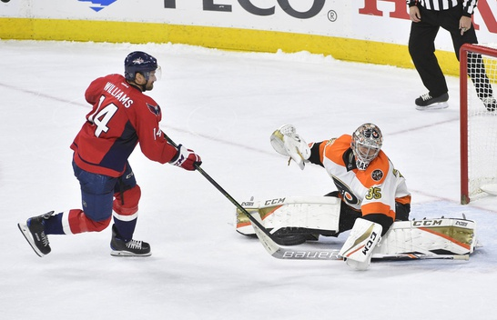 Mason Stands Tall in Flyers Shootout Victory