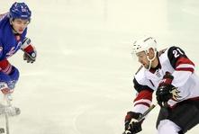 Derek Stepan Returns to the Garden as Coyotes face the Rangers