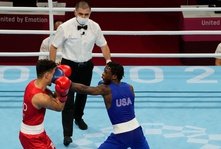MUST-SEE: Olympic boxer tries to bite his opponent's ear!