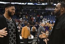 Anthony Davis Is Going to The Los Angeles Lakers.