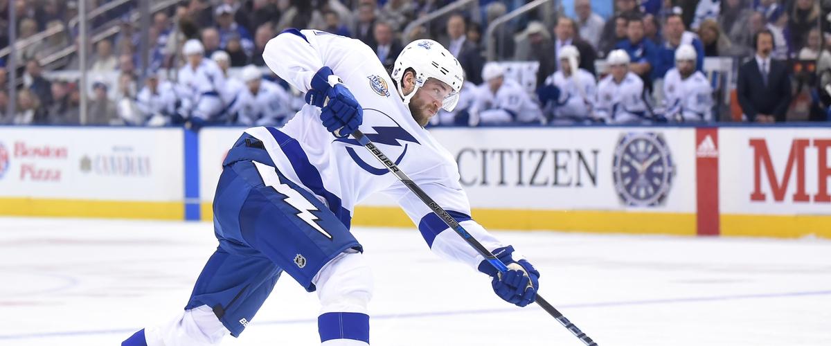 Lightning make roster move after Hedman injury