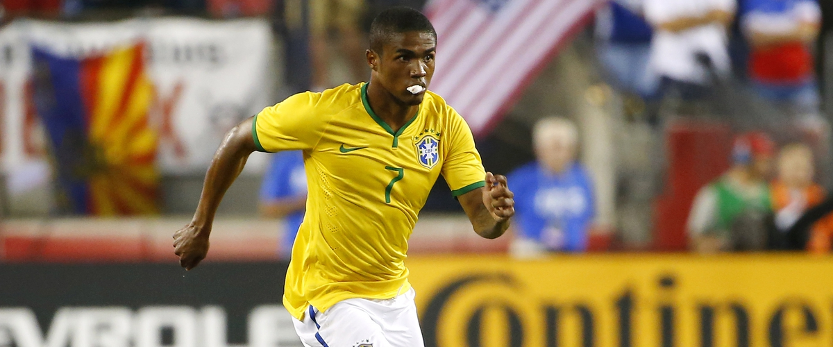 Douglas Costa sold to Juventus