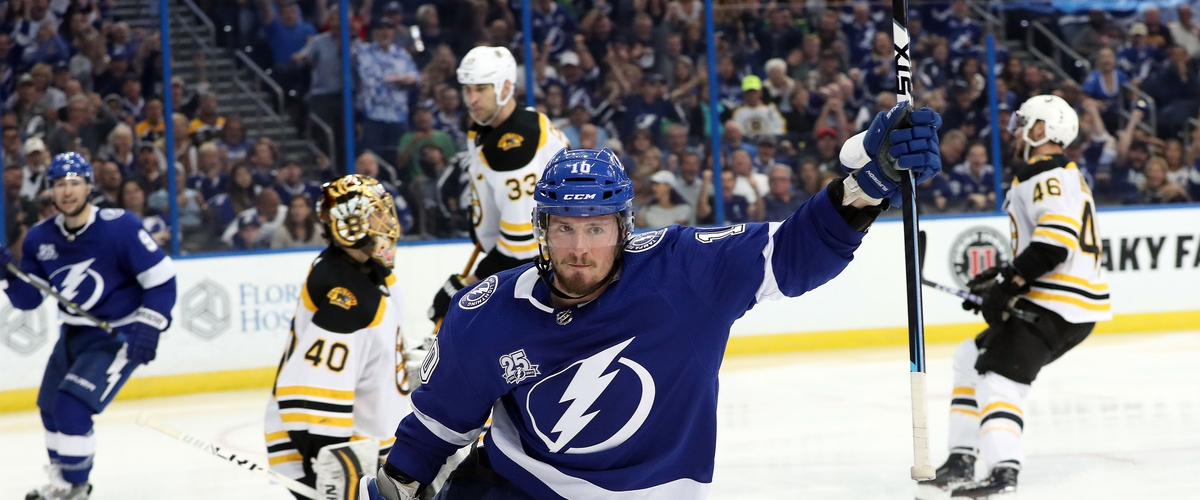Lightning back in playoff form with win against the Bruins