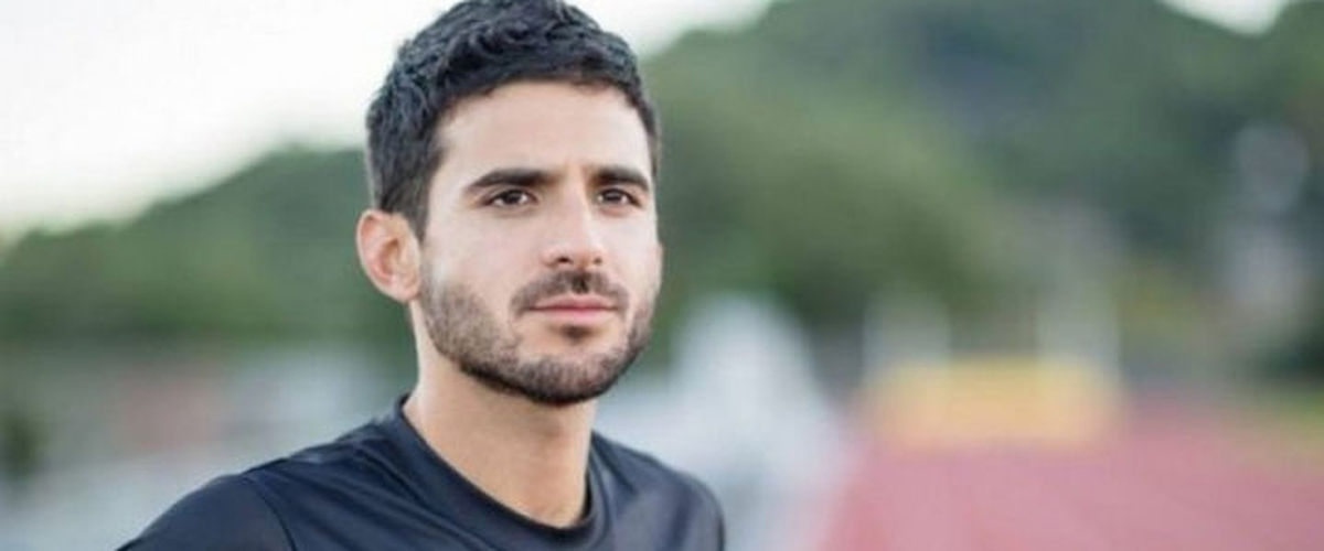 Peruvian athlete David Torrence was found dead today in a swimming pool, reports the Arizona Police