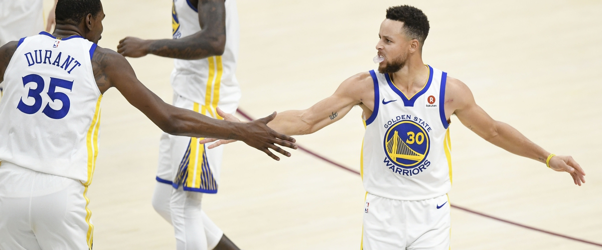 Warriors Pull Away in Fourth Quarter to Top Cavaliers