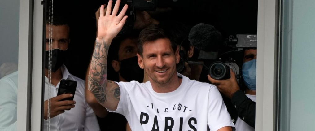 PSG signs Lionel Messi, but will likely lose Kylian Mbappe