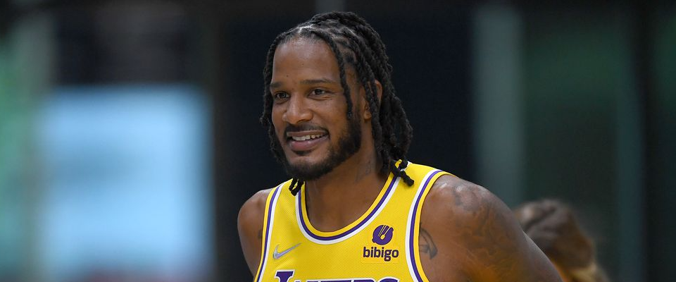 Lakers' Ariza expected to miss several weeks following ankle surgery