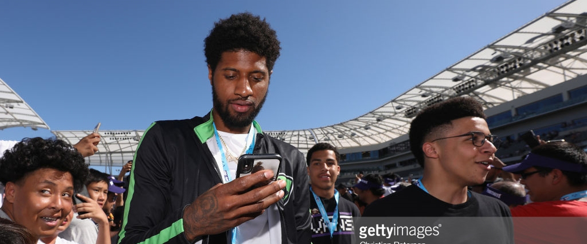 Lakers Recruiting Paul George at Fortnite Tournament