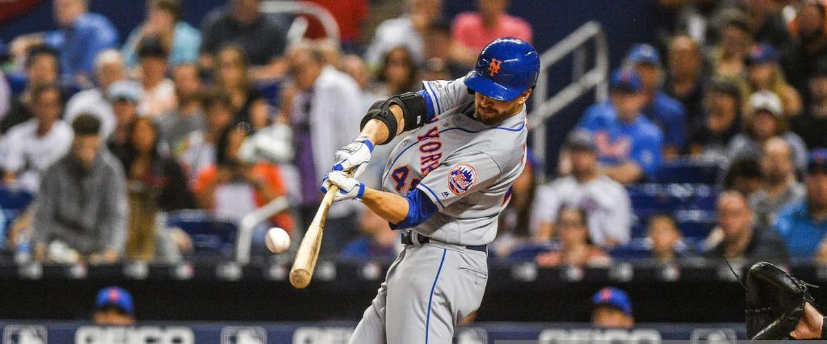 Mets complete sweep of Marlins behind deGrom's career night