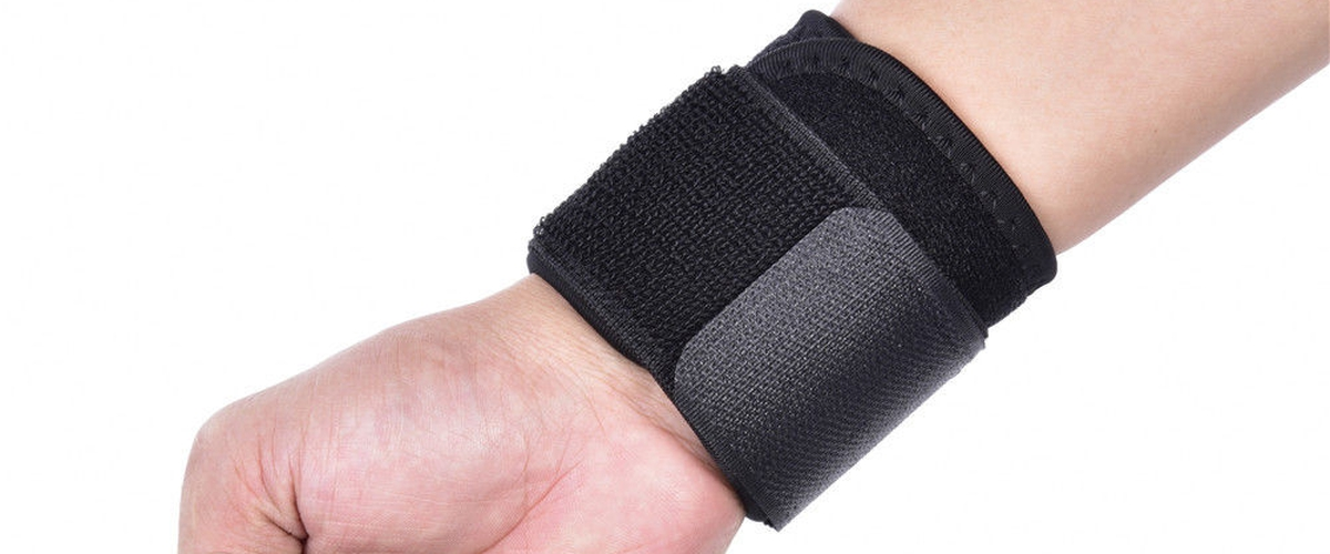 WHAT ARE THE THINGS YOU NEED TO KNOW ABOUT WEIGHTLIFTING WRIST WRAPS?