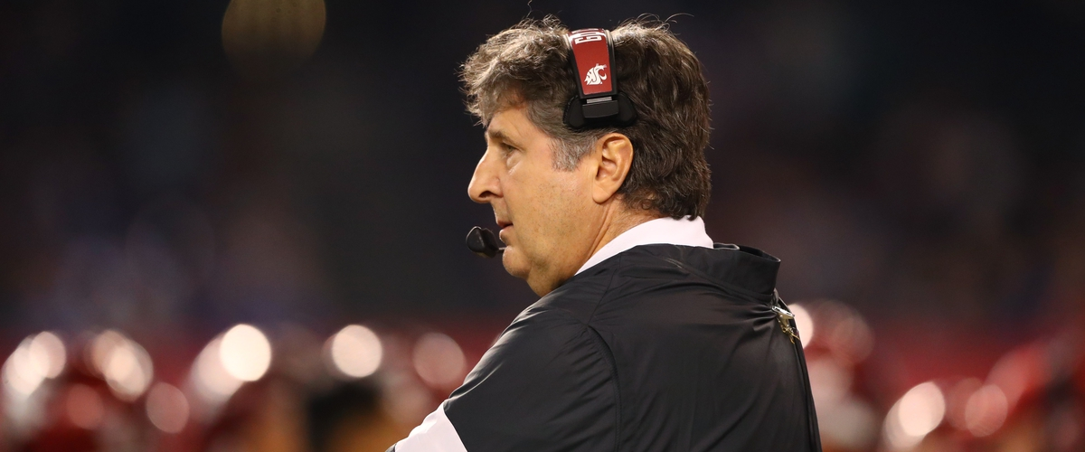 Mike Leach offends player and fans with meme tweet